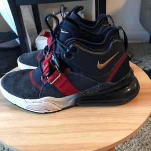 Euc Nike Air Force 270 youth sneakers
